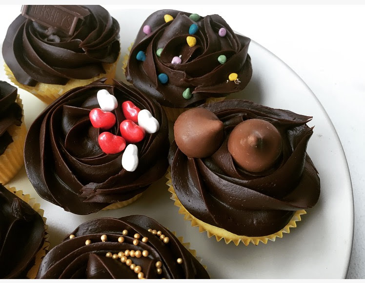 Eggless Chocolate Cake / Cupcakes
