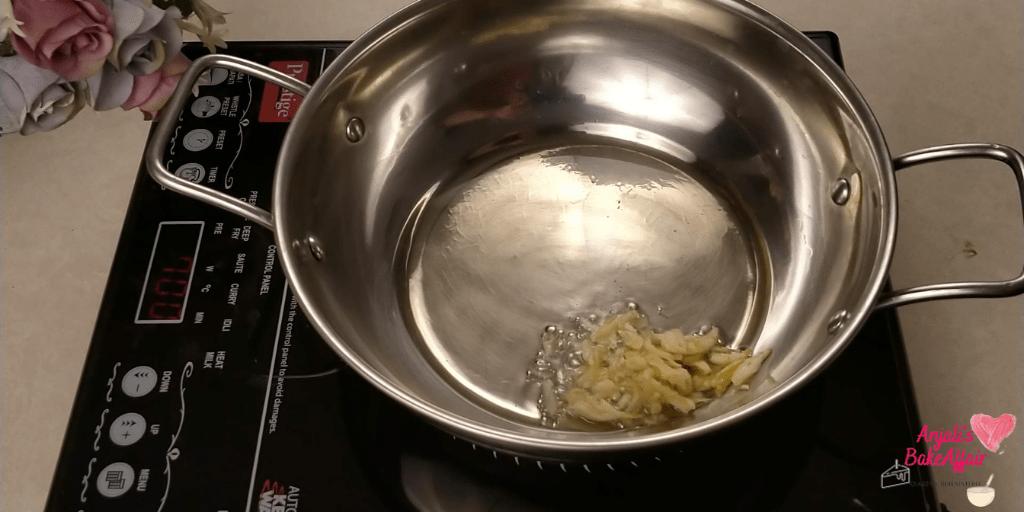 garlic in frying pan